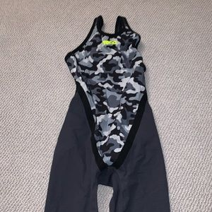 Black and grey camo Arena tech suit